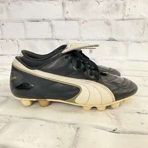 Kids puma soccer cleat shoes size 3.5